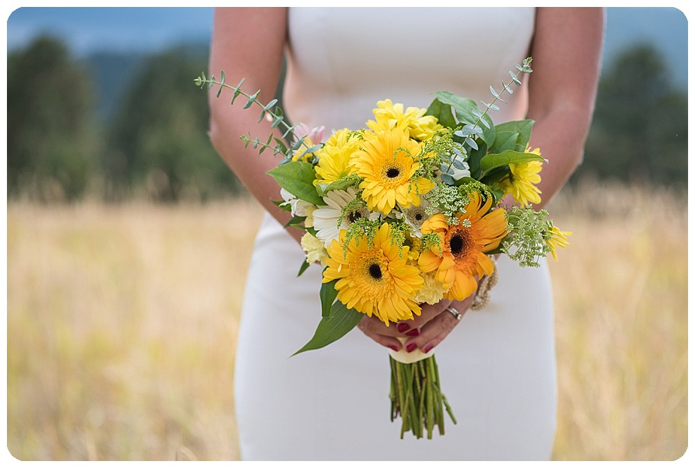 Colorado Mountain Wedding Photos and bouquet by Prive events