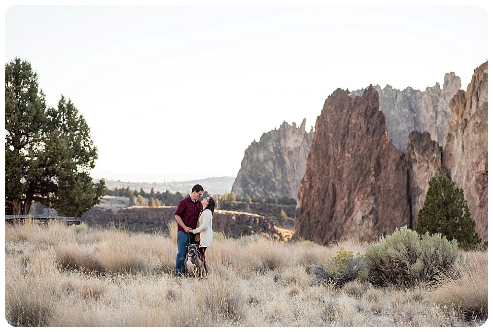 Smith Rock couples session by Oregon Wedding Photographer