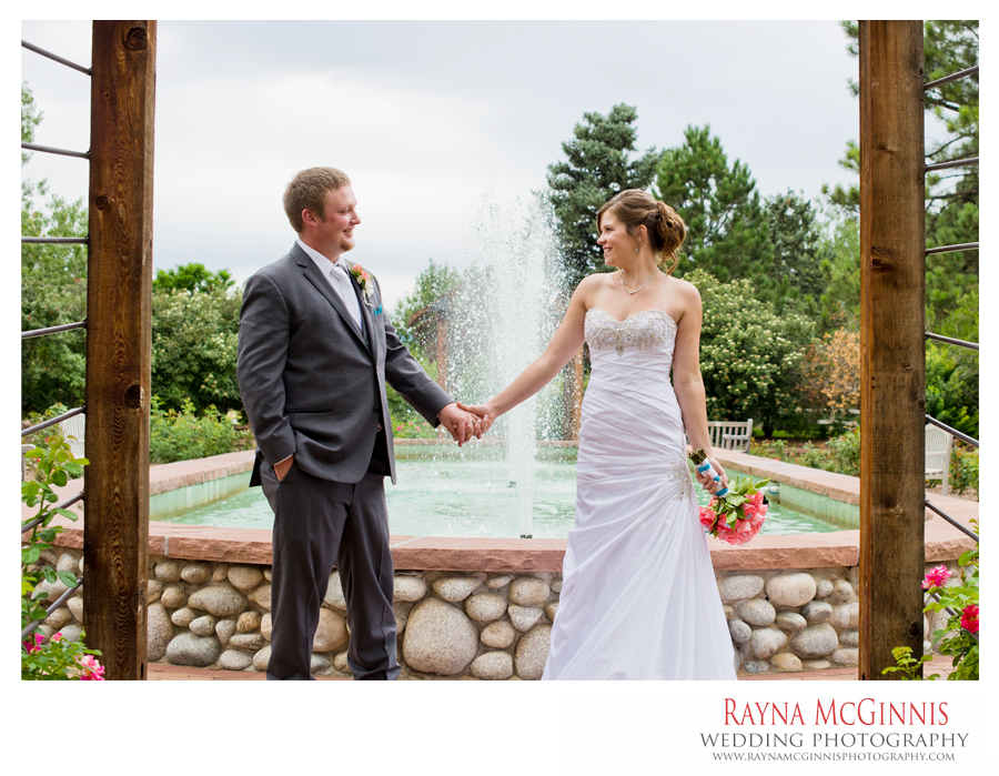 Couples Portraits at the Rose Garden at Hudson Gardens