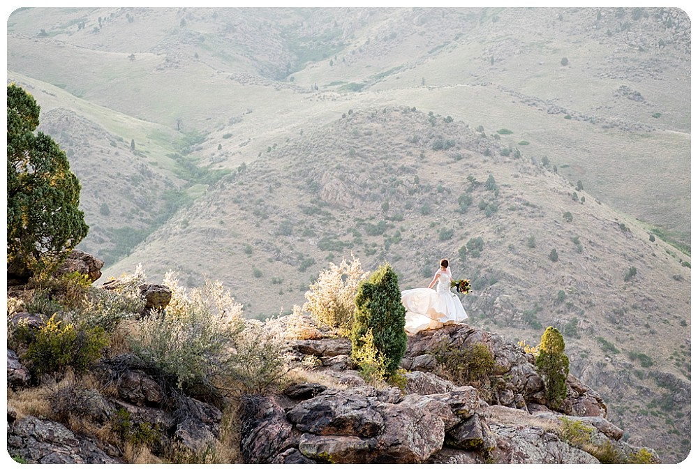 Bride on the edge of a cliff on lookout mountain